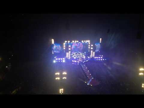 Coldplay - crowd singing Viva la Vida at the end of the concert - San Siro, Milan 04/07/2017
