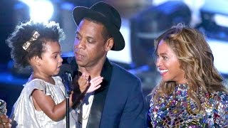 Blue Ivy Presents VMA to Mom Beyonce