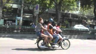 Crazy Thais On Scooter - Bangkok Blog - Koeppe In Thailand