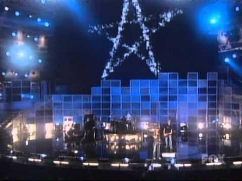 Avril Lavigne – Sk8er Boi [Partial] & Complicated live @ Billboard Music Awards [12.10.2002]