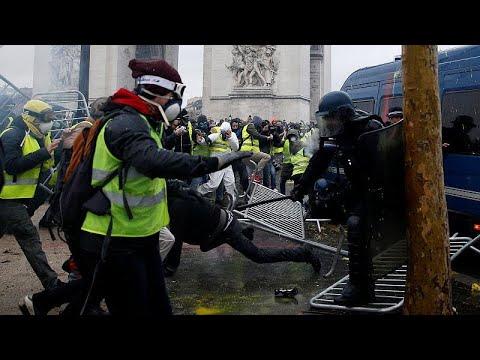 Επεισόδια στο Παρίσι κατά την διαδήλωση των «Κίτρινων Γιλέκων»…