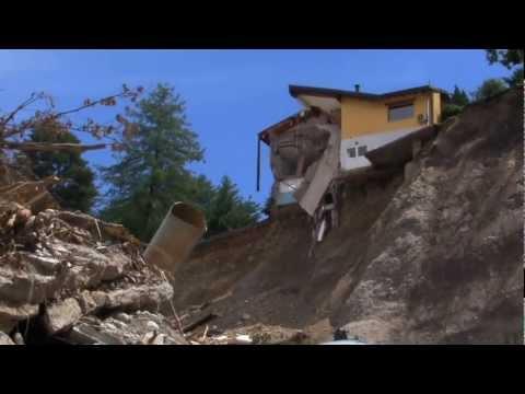 La casa sulla frana perde pezzi