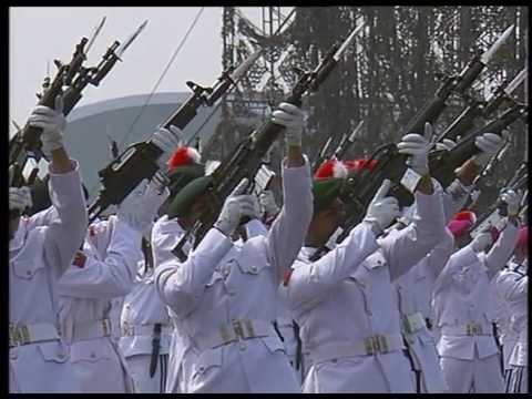 Potong Tumpeng oleh Presiden RI Ir Joko Widodo Dalam Rangka HUT TNI ke 72
