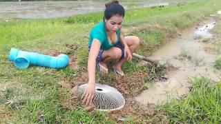 Video วิถีการหาปลาแบบชาวบ้าน ชีวิตคนบ้านนอก [P.1] MP3, 3GP, MP4, WEBM, AVI, FLV September 2018