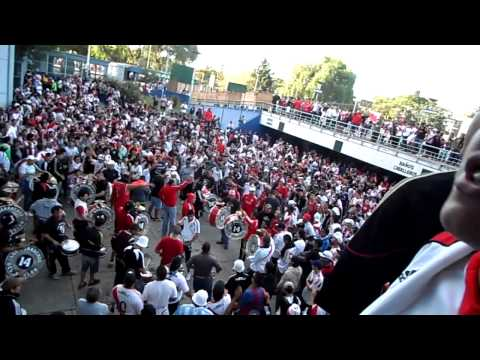 Video - los borrachos del tablon, bombos previa en velez - Los Borrachos del Tablón - River Plate - Argentina