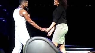 Usher Gets Freaky With Jordin Sparks On Stage!