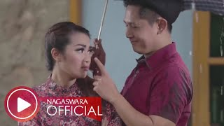 Fitri Carlina - Musim Hujan Musim Kawin (Official Music Video NAGASWARA) #dangdut