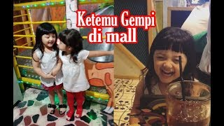 Video Arsy ketemu Gempi di Mall main Bareng. Arsy disuapin ayah Anang - Keluarga A6 MP3, 3GP, MP4, WEBM, AVI, FLV November 2018