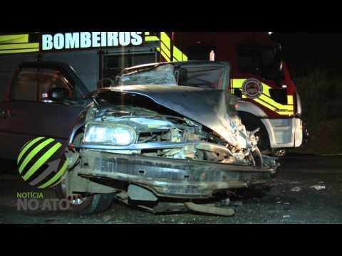 Motorista inicia ultrapassagem e colide frontalmente contra outro
