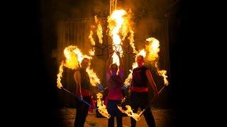 Feuershow mit Luftartistik, Akrobatik und Feuerkünstlern buchen