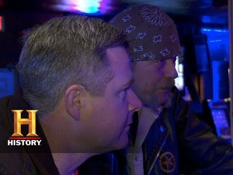 Big Rig Bounty Hunters: Michael and Chad the Detectives (S2, E8) | History