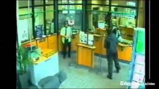 Báo Lao động Cận cảnh cướp ngân hàng bằng mã tấu   LAODONG