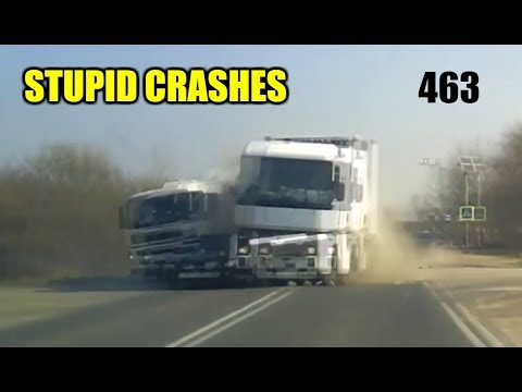 Stupid driving mistakes 463 (March 2020 English subtitles)