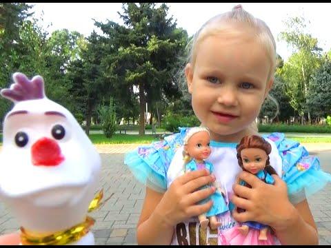 Алиса гуляет в парке и на детской площадке для детей Entertainment for children in the Park (видео)
