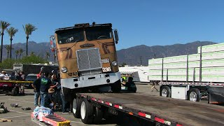 Video Loading The Ole Freightliner - The Hard Way MP3, 3GP, MP4, WEBM, AVI, FLV Juli 2019