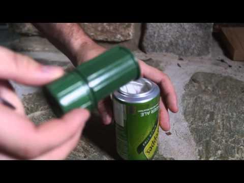 他把飲料罐側邊割出一個小口後放在瓦斯爐上燒,看到罐子裡蹦出來的東西你肯定也會跟著做一次!