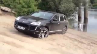 Porsche Cayenne Turbo /  Test on the beach