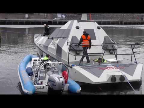 Uppoamaton vene rullaustestissä – Kivat näkymät ohjaamossa
