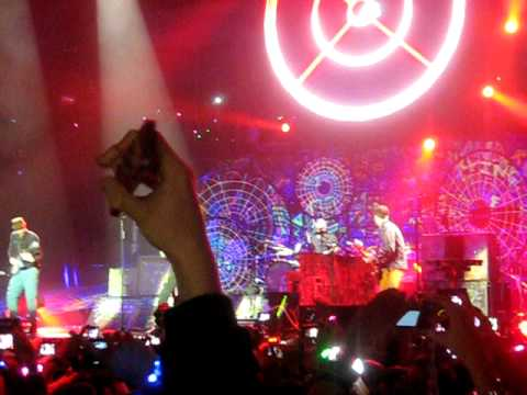 Intro + Hurts Like Heaven - Coldplay @ O2 Arena London 09/12/2011