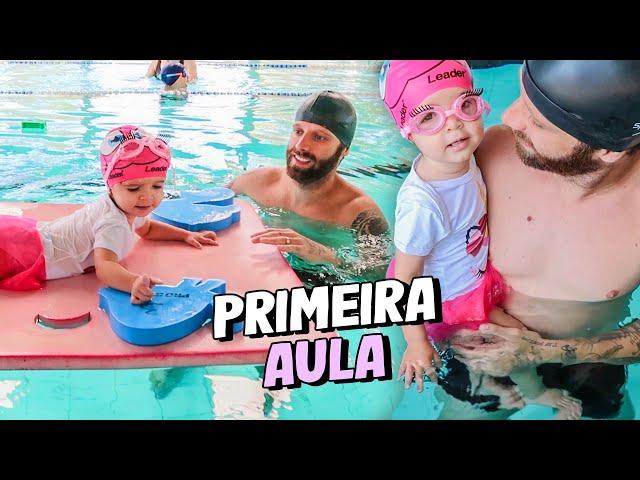 A PRIMEIRA AULA DE NATAÇÃO DA ALICIA - Taciele Alcolea