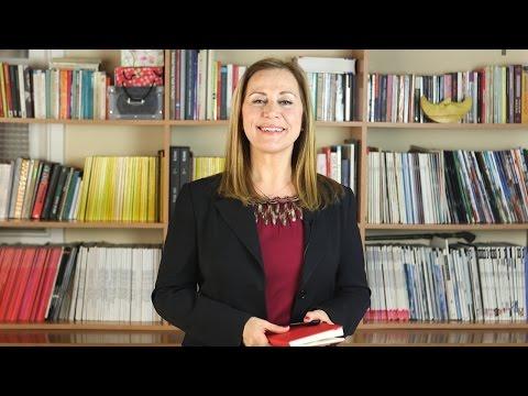 Jüri Üyemiz Yrd. Doç. Dr. Fatoş Karahasan, sunum içeriğinin hazırlanmasına yönelik bilgiler veriyor.