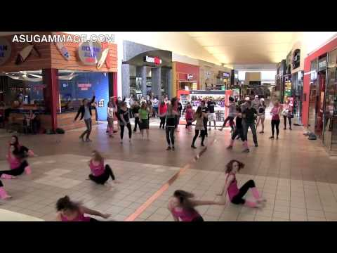 flashdance - ASU Gammage teamed up with Epik Dance Company and ImprovAZ to present the Flashdance Flashmob! The flash mob took place April 13, 2013 at 11:20am at Chandler...