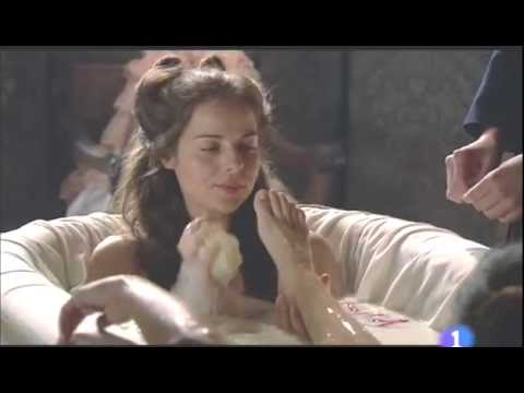 Elisa Mouliaá's Feet - Aguila Roja