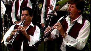 video y letra de El muchacho alegre por Banda El Recodo