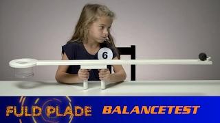 Alderspanelet udfører en balancetest!Læs mere om 'Fuld Plade' her: http://link.tv2.dk/FuldPladeSe 'Fuld Plade' på TV 2 PLAY: http://link.tv2.dk/FuldPlade_PaaPLAY
