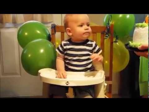 YouTube: así reacciona un bebe a su primera torta de cumpleaños