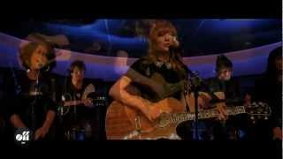 """OFF LIVE - Taylor Swift """"Love Story"""" Live On The Seine, Paris"""