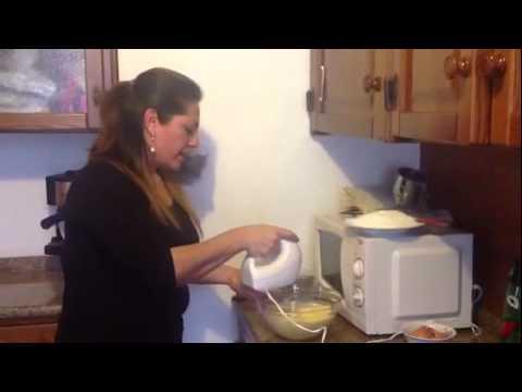 como hacer pasteles - LEEME*** Les paso nuevamente la receta del pastel ya que no soy muy buena editando videos. Receta para pastel facil: 250grms de azucar 250grms de harina 3...