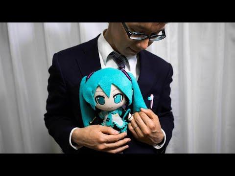Japaner heiratet Manga-Hologramm-Frau Miku Hatsune