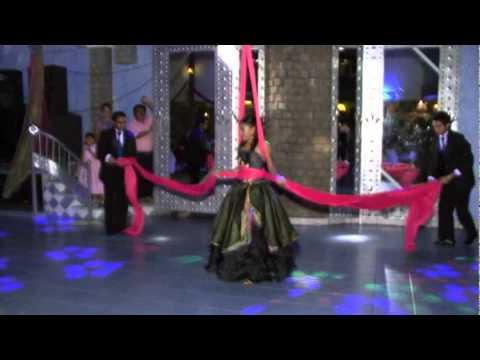 ENTRADA 15 AÑOS - En esta ocasión les presentamos el baile de entrada de Mariana en sus XV años el 31/10/2009, con un estilo unico y diferente a los demas. Mucho esfuerzo por ...
