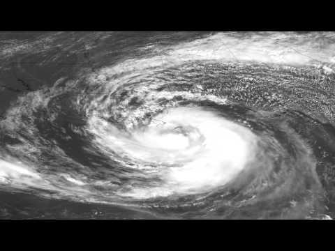 لحظة وصل إعصار أيزاك الى السواحل الامريكية