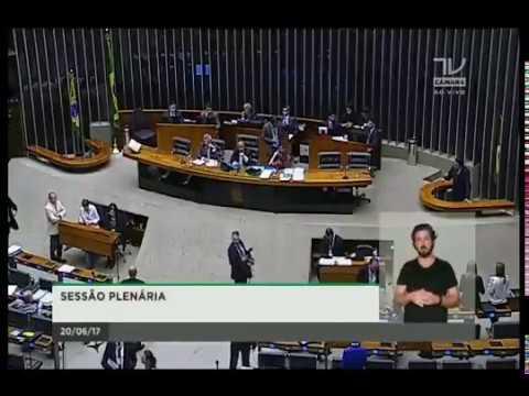 Domingos Sávio ocupa tribuna da Câmara dos Deputados para rebater parlamentar petista