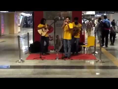 Nalasopara music band group perform in mumbai metro station