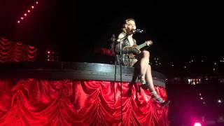 Madonna chante la Vie en Rose en live le 14 novembre 2015 à Stockholm