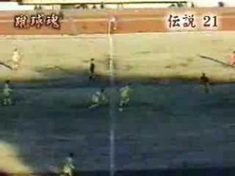 「高校サッカー伝説のゴール!キックオフ直後センターサークルからシュートw」のイメージ