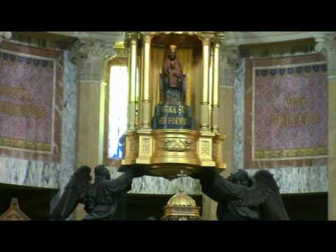 spettacolari immagini della madonna nera del tindari.