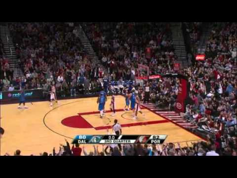 Brandon Roy beats the buzzer against Mavericks