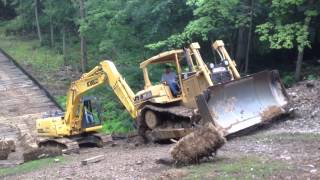 Video Steep slippery slope for a dozer and excavator MP3, 3GP, MP4, WEBM, AVI, FLV Juli 2019