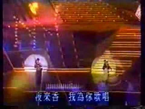 Anita Mui singing with Sally Yeh