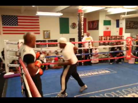 Floyd Mayweather and Uncle Roger Training (видео)