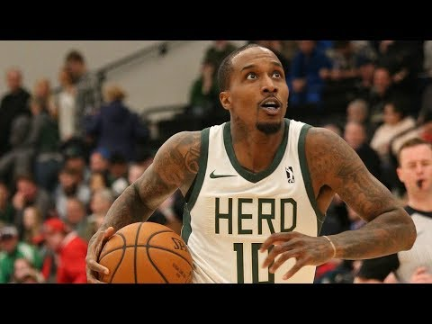 Brandon Jennings goes for 25 pts & 10 ast!