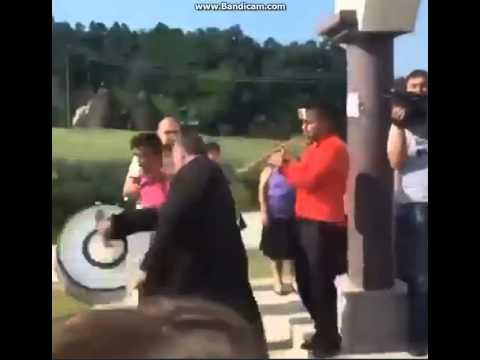 NOGOM U ZADNJICU: Sveštenik iz okoline Šepka išutirao trubače (video)