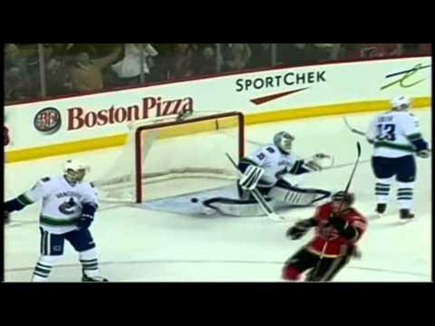 Curtis Glencross goal. Vancouver Canucks vs Calgary Flames 4/5/12 NHL Hockey (видео)
