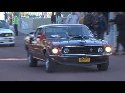سيارات عتيقة تجوب الدار البيضاء في جولة استعراضية احتفاء بذكرى المسيرة الخضراء
