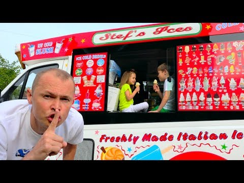Макс и Катя играют в Вагончике мороженого или  Dad's ice-cream truck (видео)