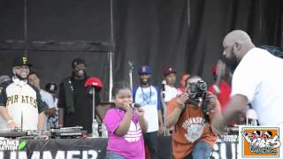 A little girl singing with her father SEAN PRICE 2015 LIVE
